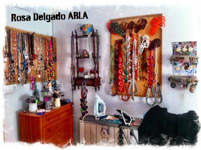 Diseños reciclados para el desfile en Abla de Rosa Delgado